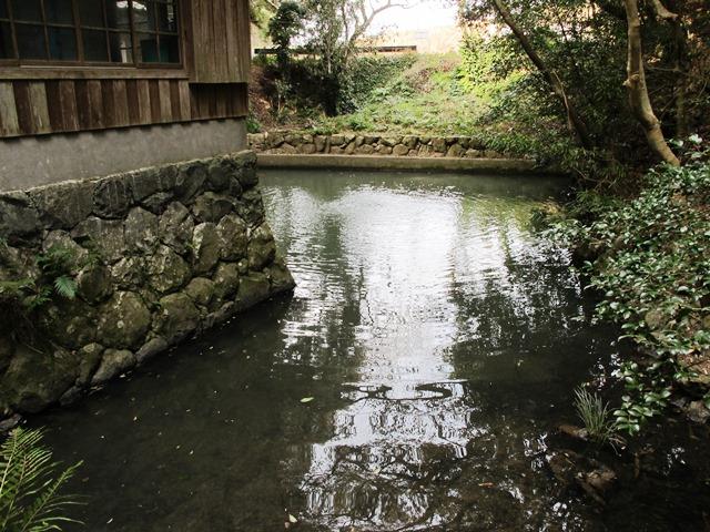 御座爪切不動尊の弘法の池