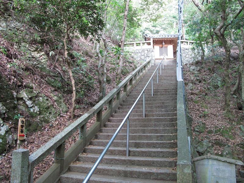 御座爪切不動尊大師堂への階段