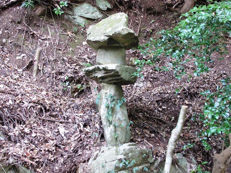 【第5問】この石の灯篭(とうろう)は、どこにあるでしょうか?