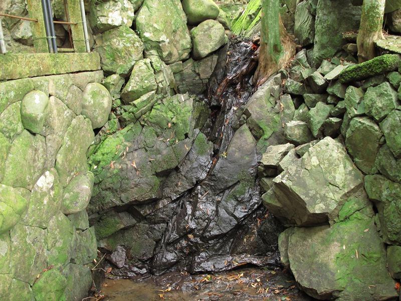 細く細くなっている弘法の滝